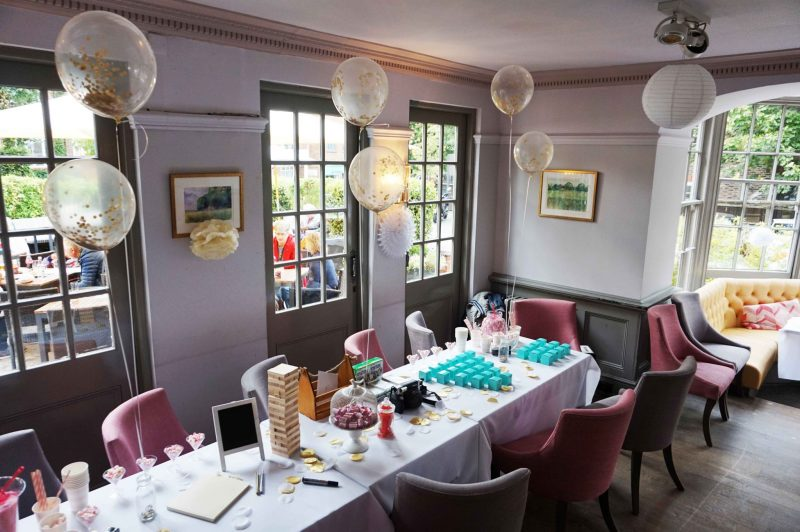 pub-wedding-wedding-decor-old-bull-bush-hampstead-confetti-balloons