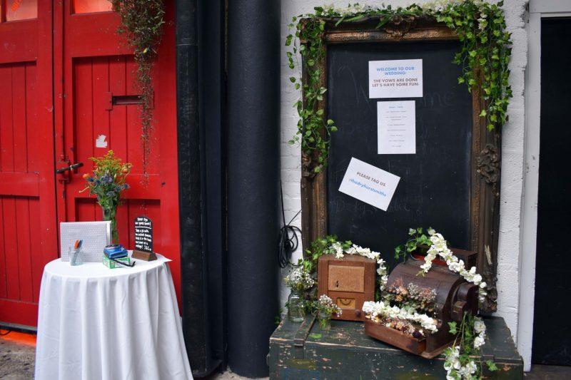4 laura-devine-bride-vintage-retro-wedding-islington-metal-works