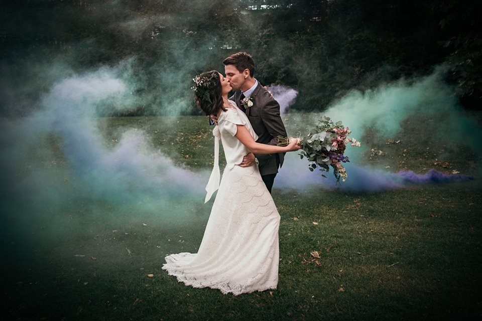 9 devine-bride-wedding-planner-east-london-dilston-grove-dry-hire-wedding-urban-couple-portrait-smoke-bomb