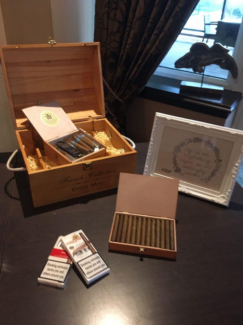 whisky-cigar-table-weddingstationery