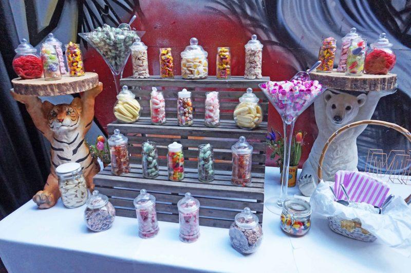 7 islington-metal-works-fun-colour-pop-wedding-devine-bride-balloons