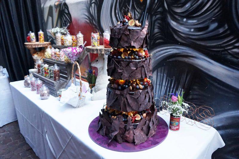 8 islington-metal-works-fun-colour-pop-wedding-devine-bride-balloons