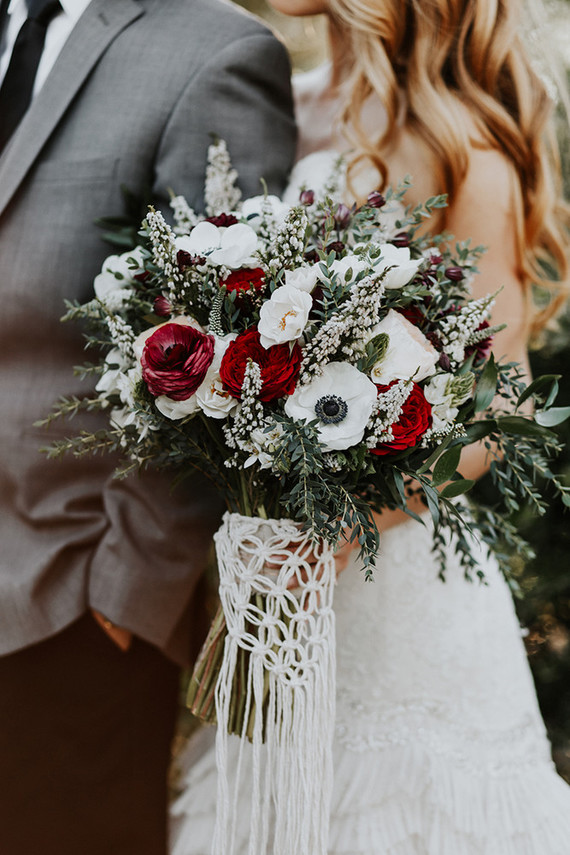 Christmas Wedding Bouquets Uk.Contemporary Christmas Wedding Styling Devine Bride