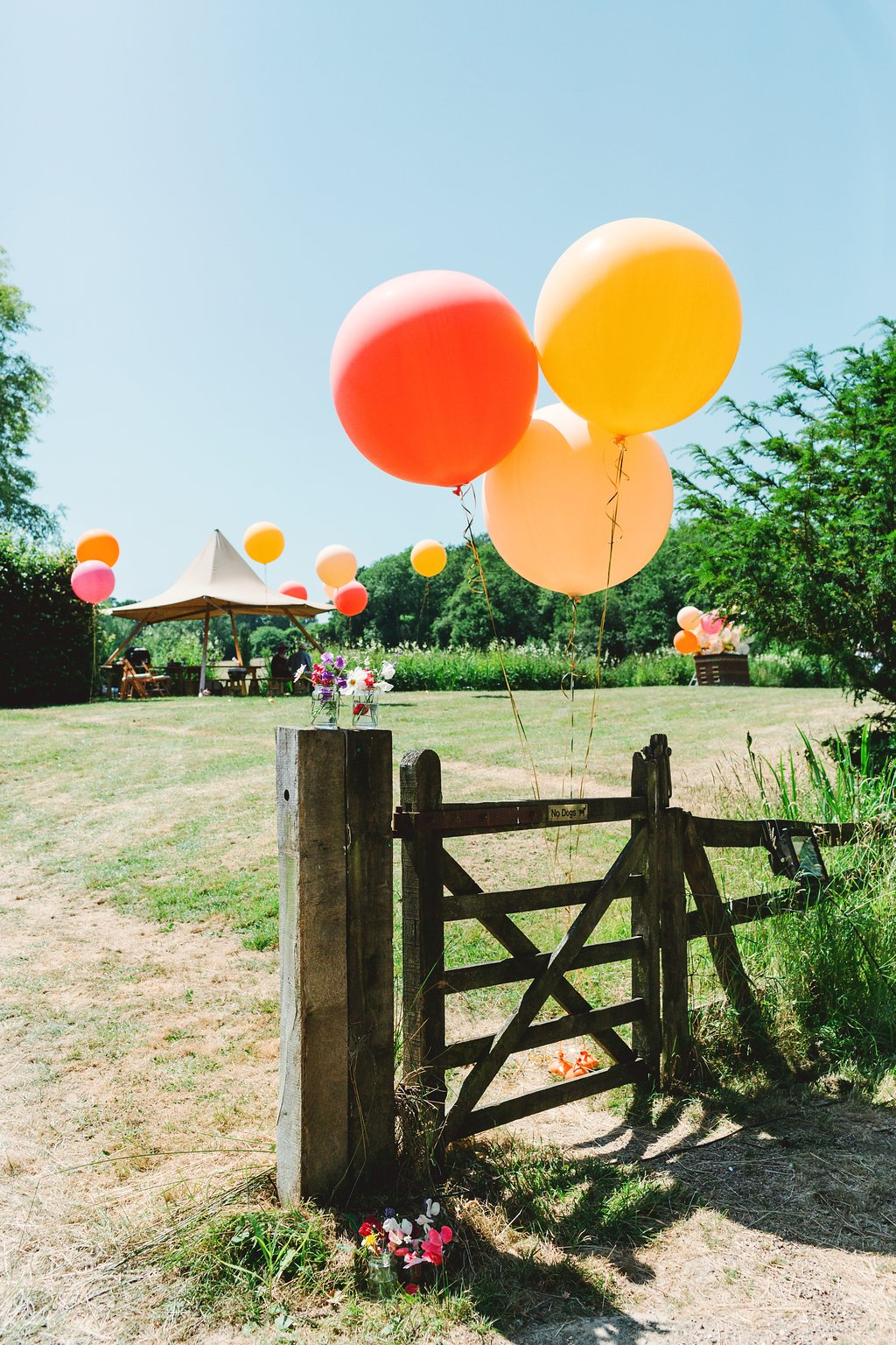 Tipi-wedding-yurt-wedding-marquee-wedding-sussex-wedding-planner-on-the-day-coordinator-balloons