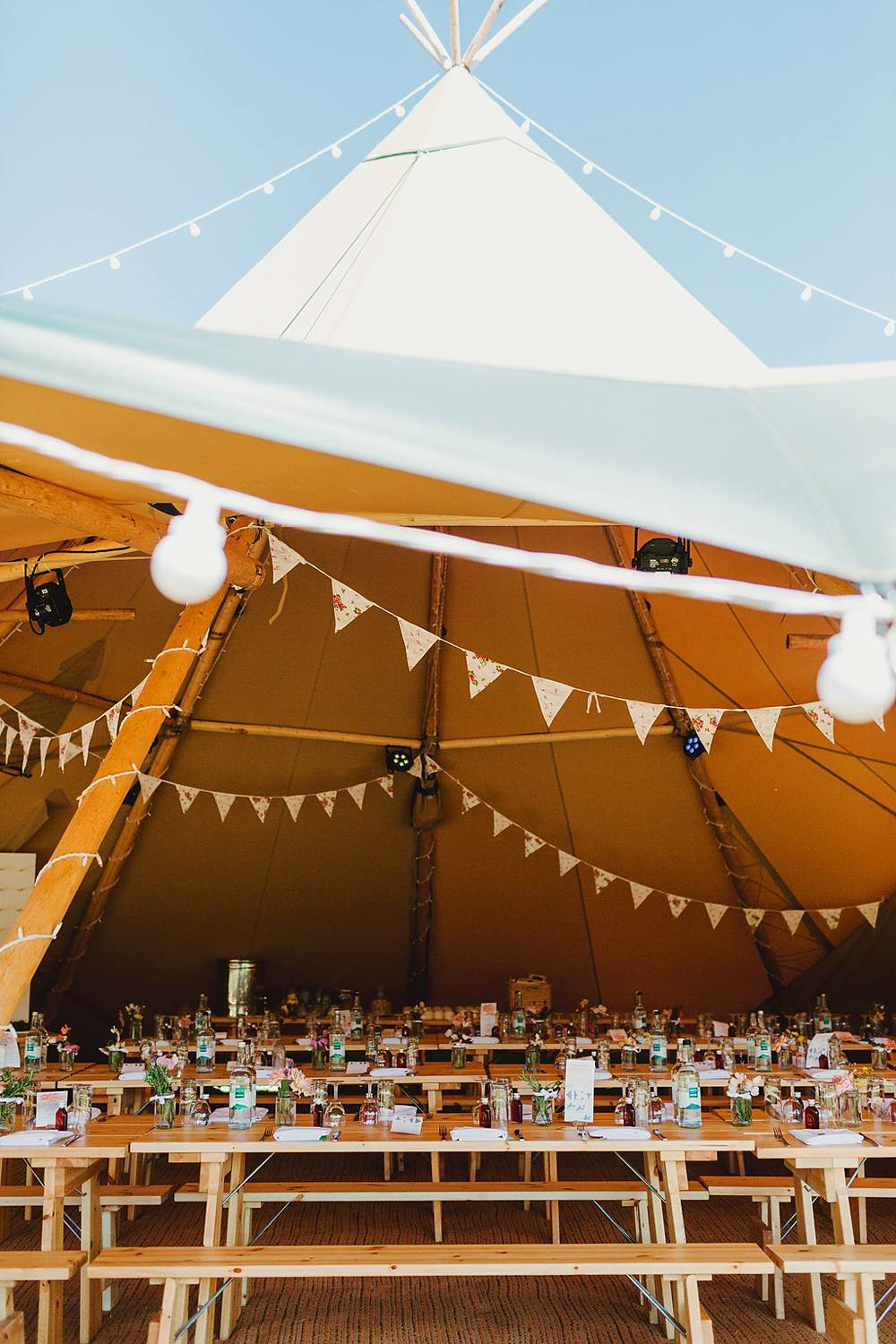 Top Tipi Tips, Devine Bride, Outdoor Wedding, Festival Wedding, Dry Hire Wedding, Giant Wedding Balloons, UK summer Wedding, DIY Decor, The Dawdling Duck, Bunting, Tipi Wedding, Donut Wall