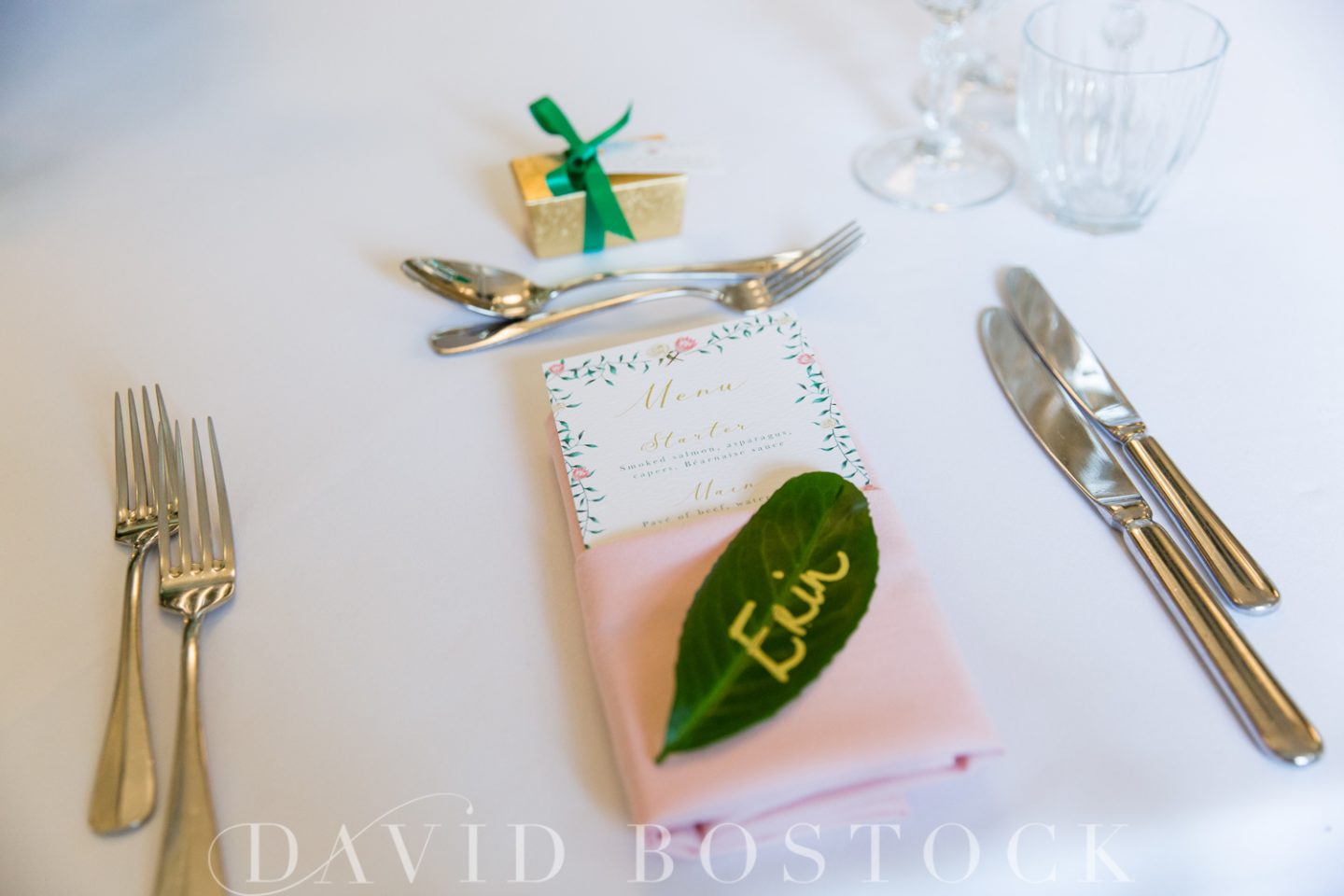 Things your guests don't care about - laura devine wedding planner leaf place setting